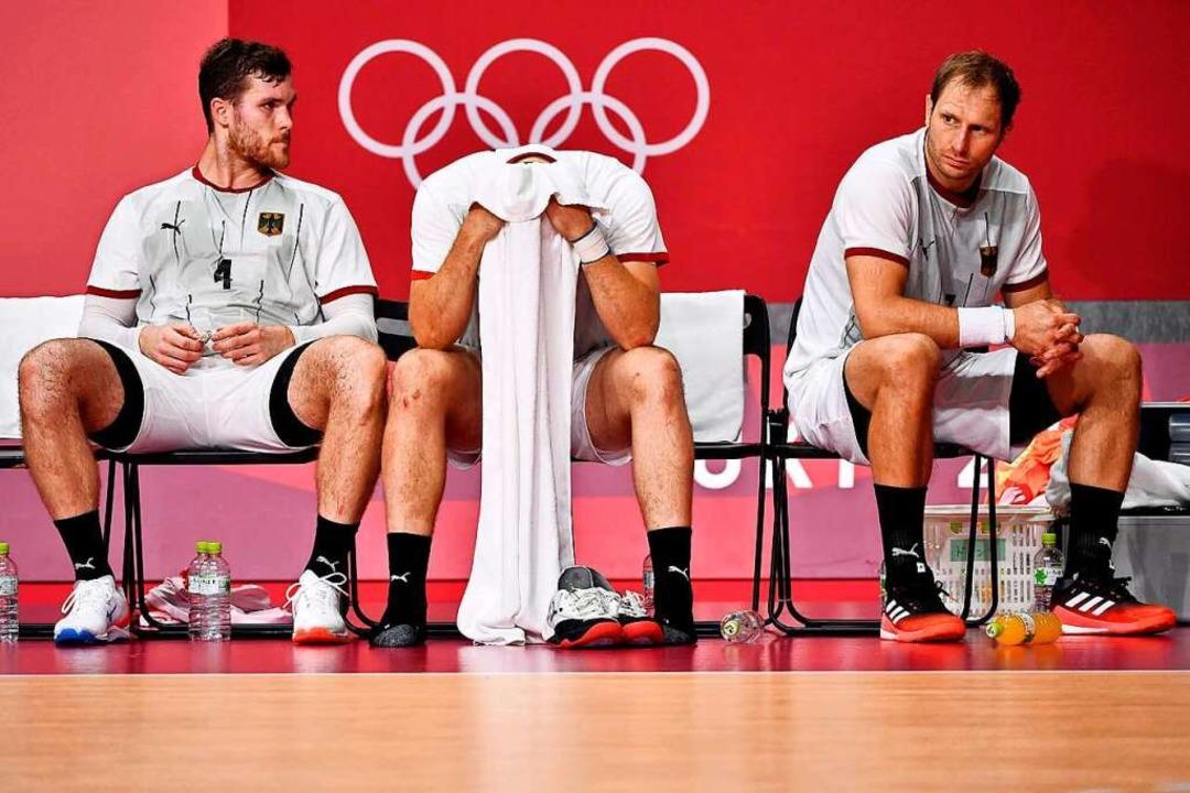 Enttäuschung pur: Johannes Golla, Paul...ks) nach der Niederlage gegen Ägypten.    Foto: FABRICE COFFRINI (AFP)