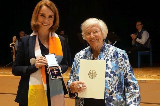 Margot Richter erhält in Wehr das Bundesverdienstkreuz