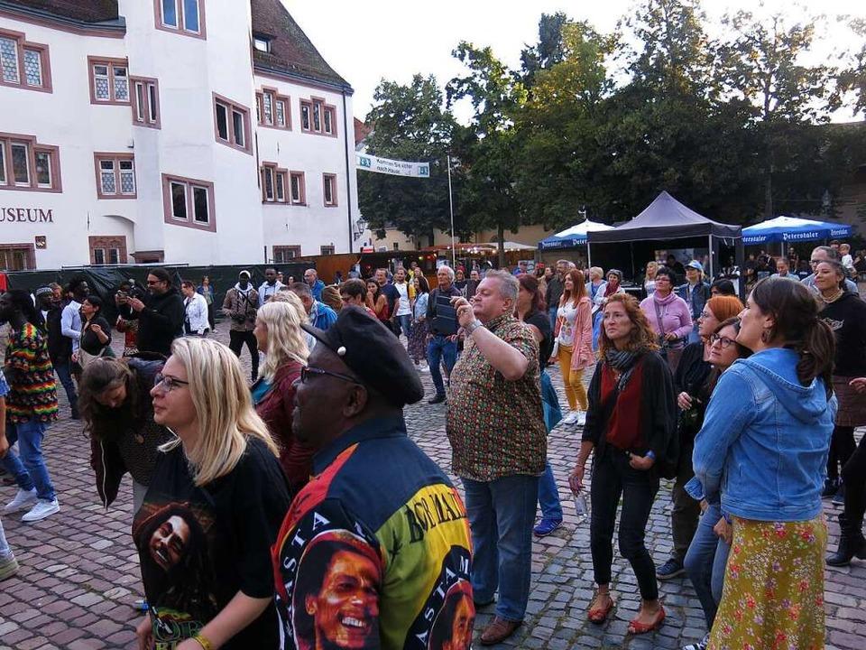 Zwar kamen weniger Besucher als zugela...r an beiden Abenden sehr ausgelassen.     Foto: Georg Voß