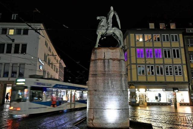 15-Jähriger von zwei jungen Männern am Freiburger Bertoldsbrunnen beraubt