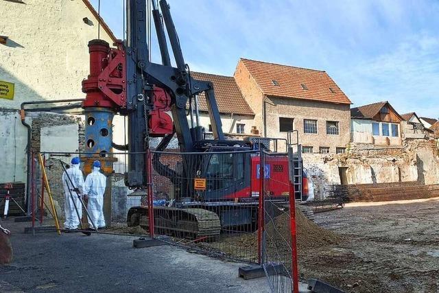 97 Pfähle aus Stahlbeton sichern die Baugrube auf dem Lederfabrik-Areal