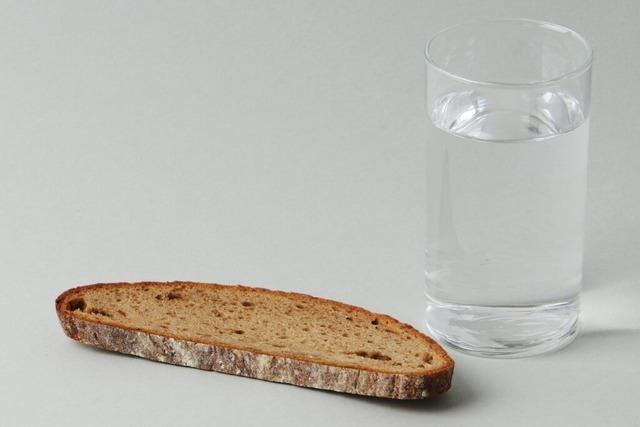 Wie viele Tage kann man ohne Essen und Trinken überleben?
