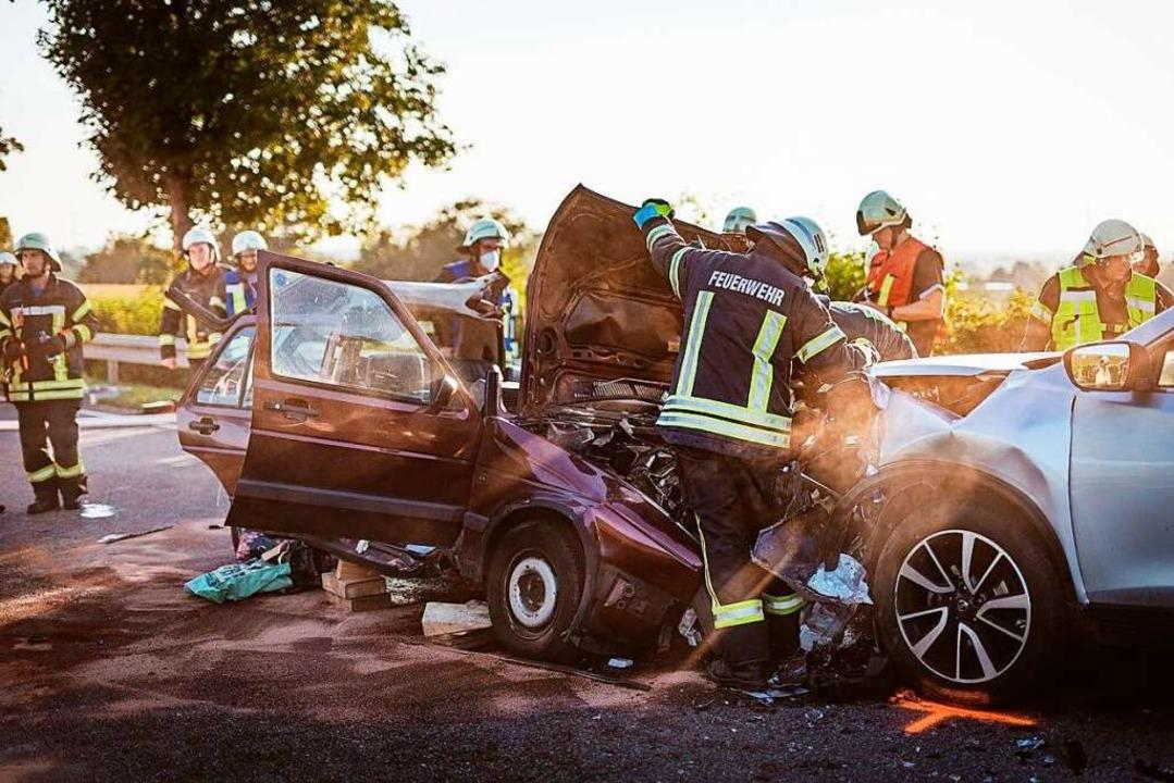 Bei einem schweren Unfall auf der B3 b...Frau schwer, ein Mann leicht verletzt.  | Foto: Andreas Berger