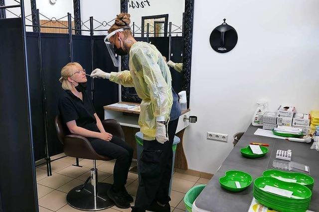 Nachfrage nach Corona-Tests ist bei Friseurin hoch - jetzt macht sie aber Urlaub