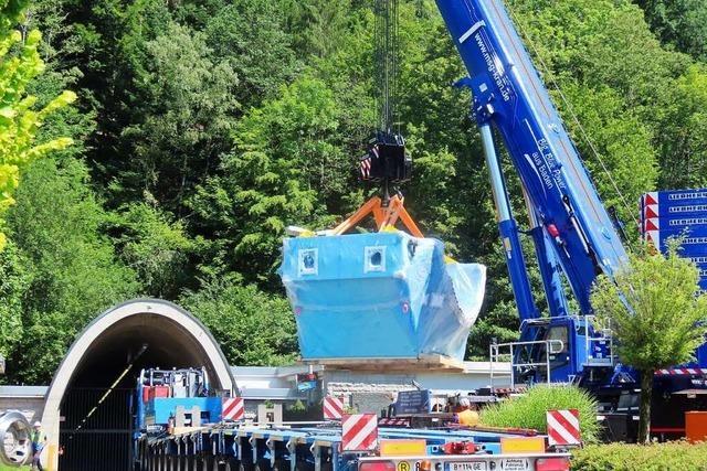 160 Tonnen schweben beim Wehrer Kraftwerk in der Luft