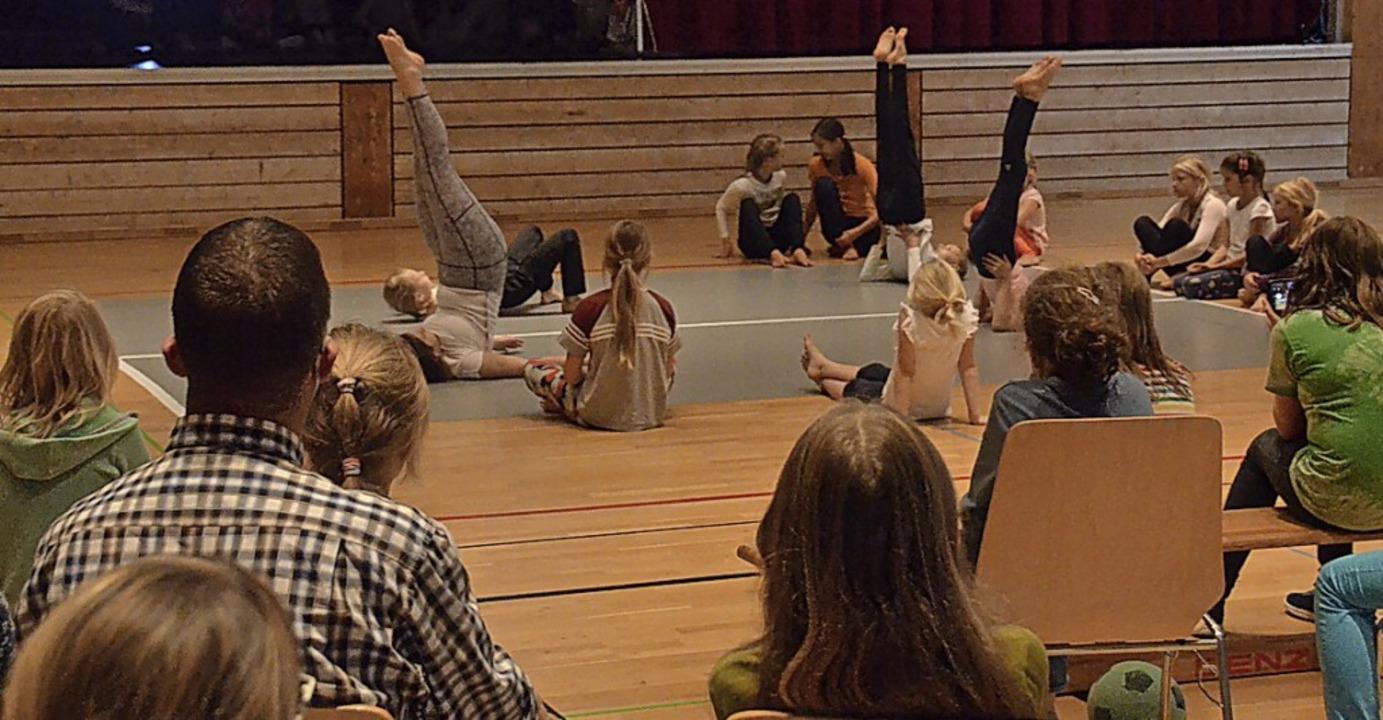Die erarbeitete Choreografie (Foto) un...twoche in der Pater-Alfred-Delp-Halle.    Foto: Sebastian Barthmes