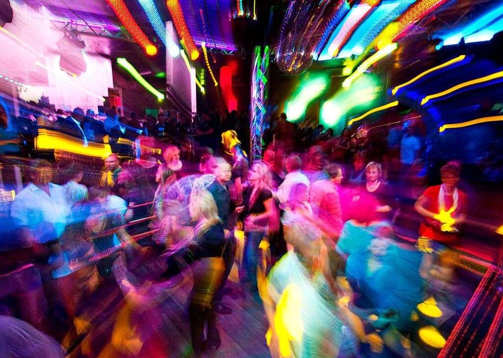 Wer tanzen will, darf tanzen: Die Clubs im Land öffnen wieder.    Foto: Patrick Pleul