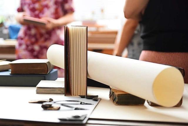 BZ-Ferienaktion: So werden Bücher gebunden
