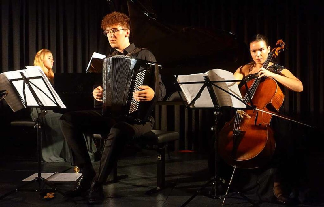 Mit Tango-Leidenschaft und reizvollen ...t; die Zuhörer zu Beifallsstürmen hin.  | Foto: Roswitha Frey