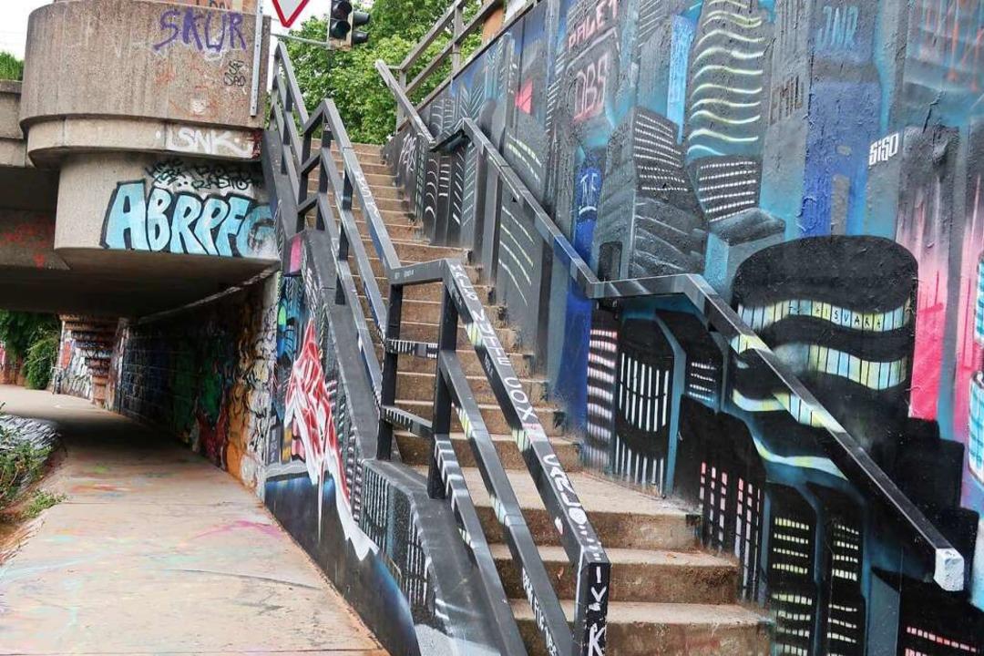Rund um die Leo-Wohleb-Brücke kann man legal sprühen.    Foto: Lola Galli