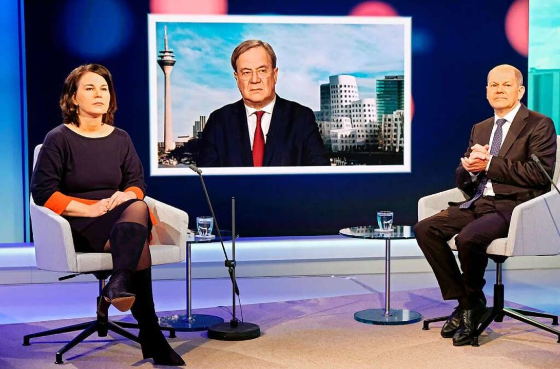 Ihnen begegnet viel Skepsis: Annalena ...d Olaf Scholz (v. links) im Mai im TV.    Foto: Oliver Ziebe