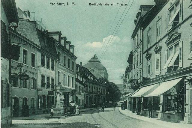 Von einem Abschnitt der Bertoldstraße blieben nur Theater und Brunnen erhalten