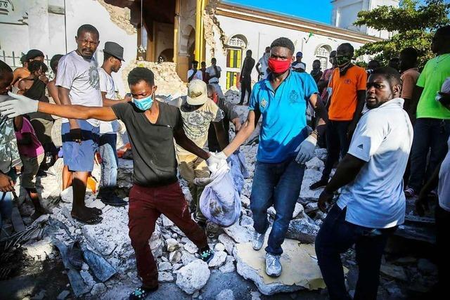 Fast 1300 Tote bei Erdbeben in Haiti - und jetzt naht Sturm