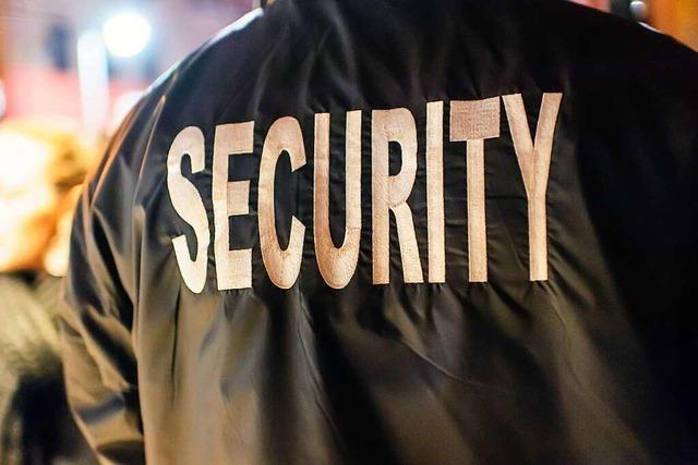 Mann beleidigt Security-Mitarbeiter und Drogeriemitarbeiterin