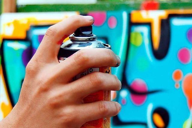 Brunnen im Bifig mit Graffiti besprüht