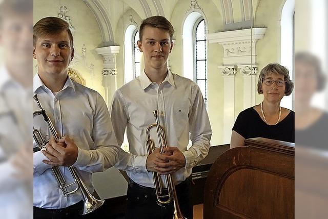 Junge Musiker spielen mit Bravour