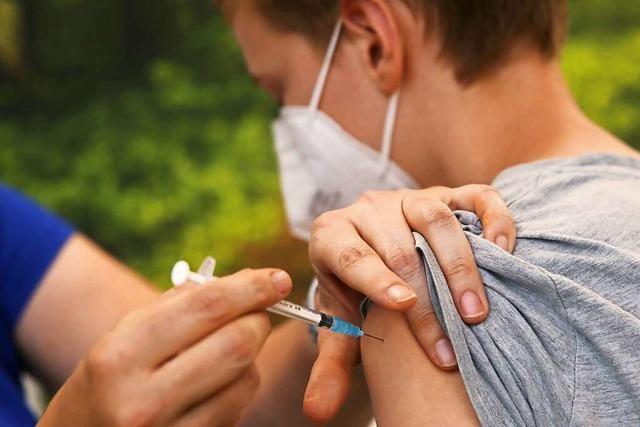 Was sie rund um die Corona-Impfung für Kinder und Jugendliche wissen müssen