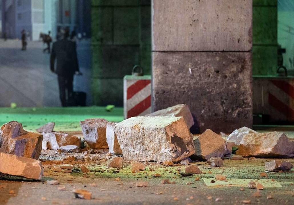 Fassadenteile aus historischem Stuttgarter Hauptbahnhof gebrochen  | Foto: Marijan Murat (dpa)