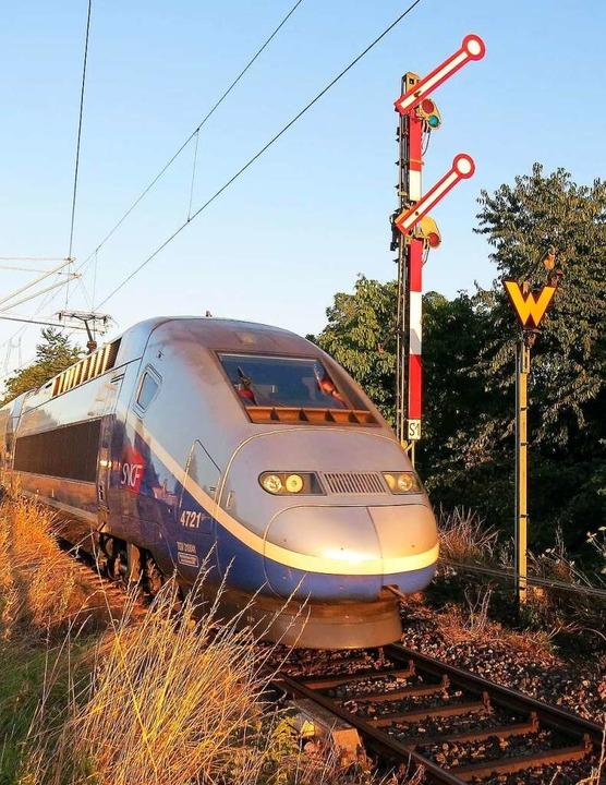 Ein TGV in Neuenburg    Foto: Heinz Göttlich