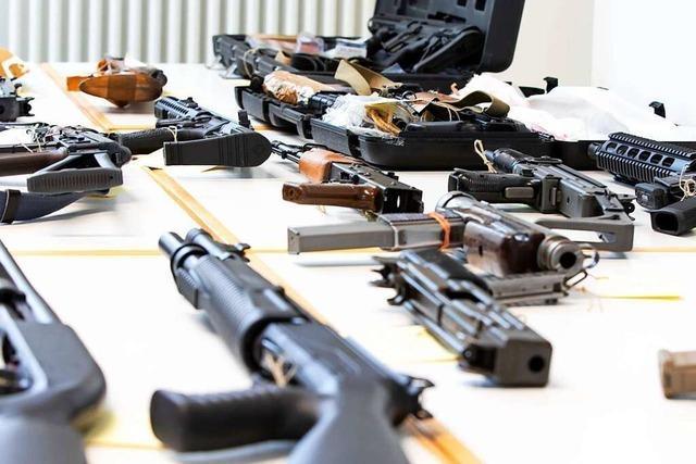 Polizei stellt Waffen und 10.000 Schuss Munition im Kreis Emmendingen sicher