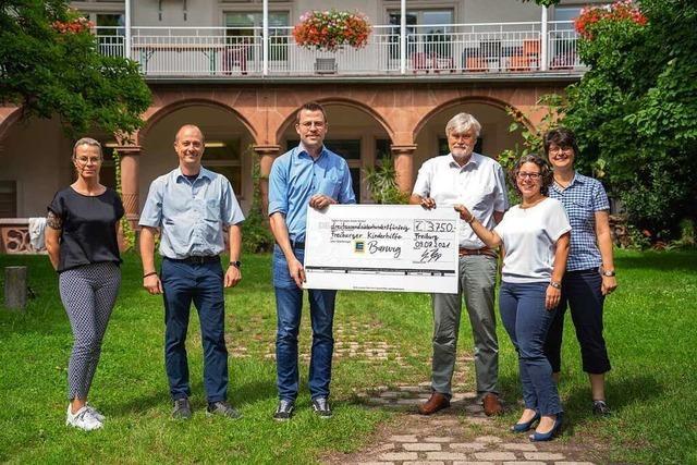 Gespendete Pfandbons bringen 3750 Euro für Freiburger Verein