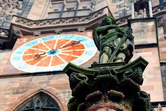 Vor dem Freiburger Münster ist auch das Neuenburger Wappen zu sehen