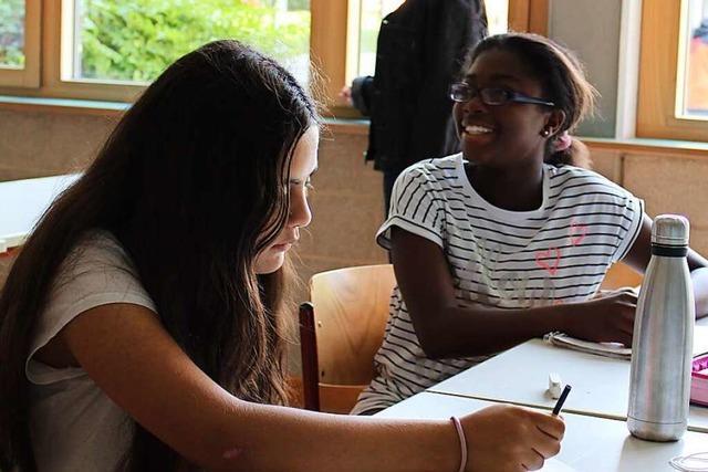 Schüler arbeiten in der Kiwanis-Ferienschule ihre Lücken aus dem letzten Schuljahr auf