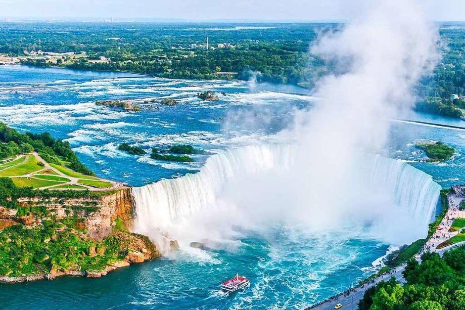 Die Niagara-Fälle  an der Grenze zwischen dem US-amerikanischen Bundesstaat New York und der kanadischen Provinz Ontario sind bis zu 57 Meter tief. Sie erstrecken sich an zwei verschiedenen Stellen über eine Länge von 260 beziehungsweise 670 Meter. (Foto: CPQ  (stock.adobe.com))