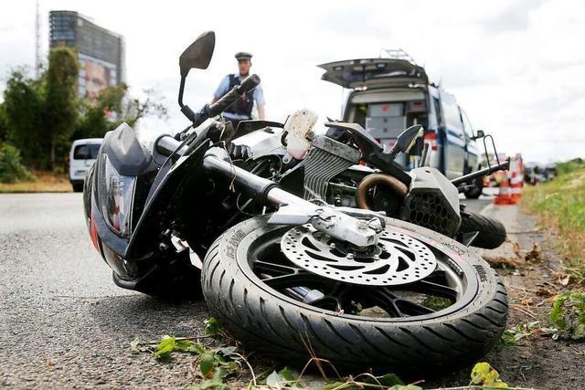Krad-Fahrerin überschlägt sich in Zell, zum Glück nur leicht verletzt