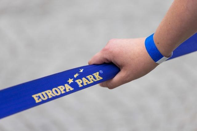 Europa-Park nimmt Impf-Armbändchen-Regelung nach Protest zurück