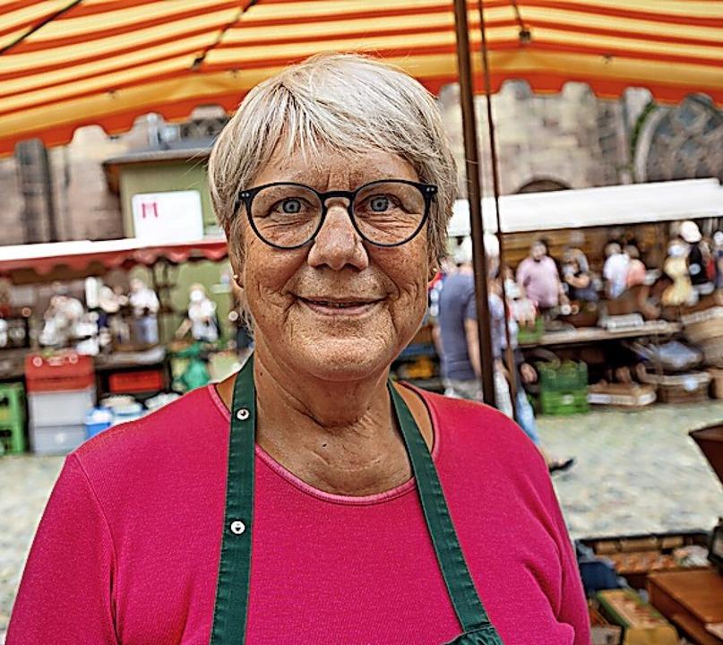 Tomatenkennerin: Margrit Meier auf dem Münstermarkt  | Foto: Stephan Elsemann