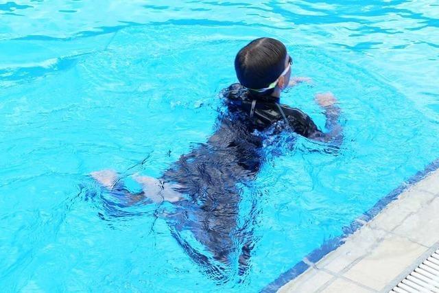 Warum Corona verhindert, dass Kinder Schwimmen lernen