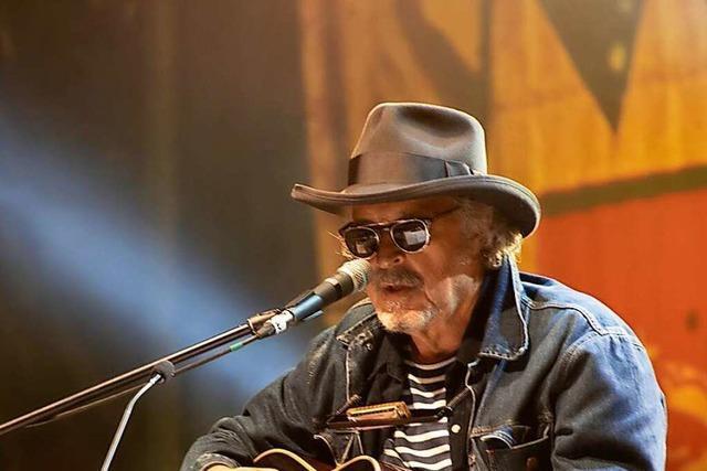 Wolfgang Niedecken spielt in Müllheim kölsche Lieder im Stile Bob Dylans