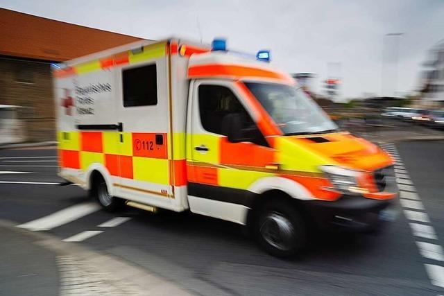 22-Jährige wird aus Auto geschleudert und verletzt sich lebensgefährlich