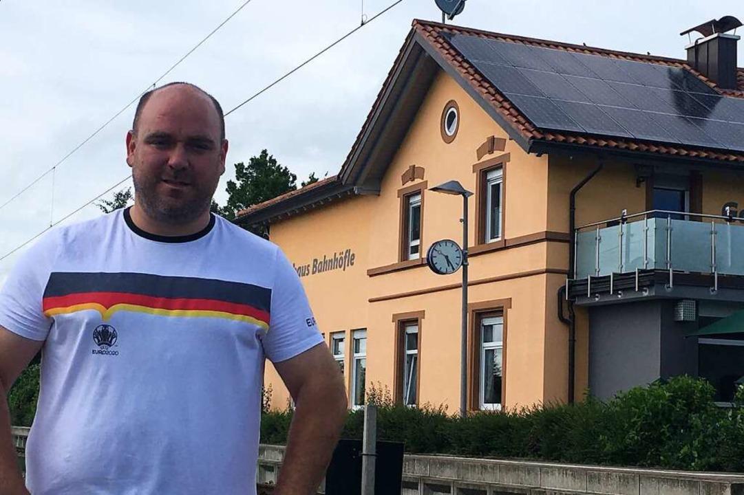 Tobias Mick führt  das Bahnhöfle in Nimburg.    Foto: Dominik Bloedner