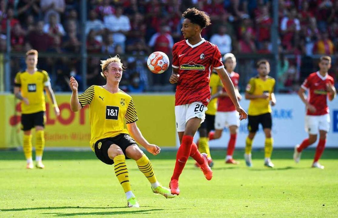 Auch Youngster Schade weiß nach seiner Einwechslung zu gefallen.    Foto: THOMAS KIENZLE (AFP)