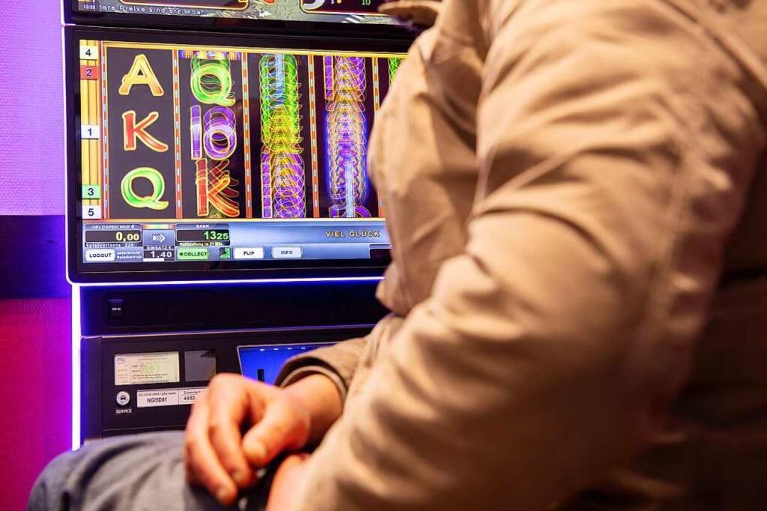 Das Land will Automatenspiel eindämmen.  | Foto: Sebastian Gollnow (dpa)