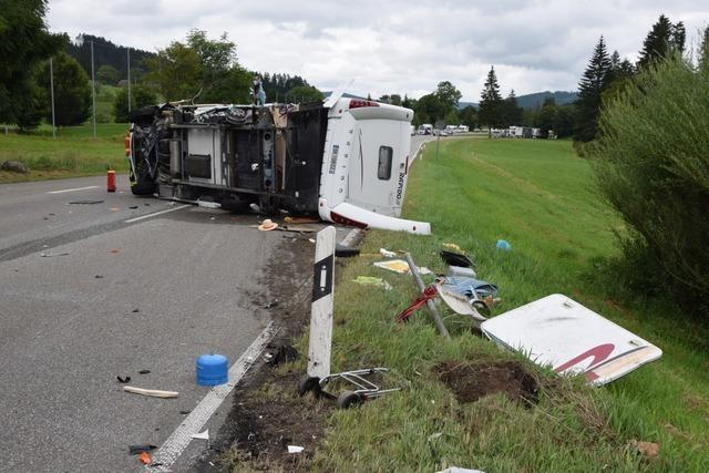 B31 nach Unfall zwischen Hinterzarten und Titisee vollständig gesperrt