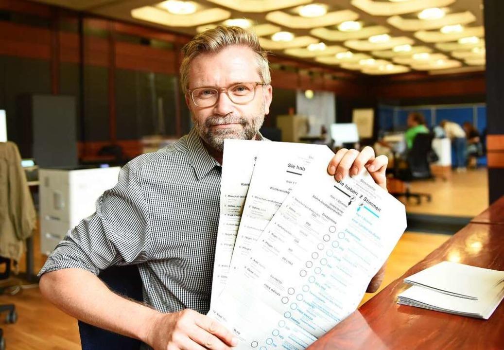 Er wacht darüber, dass bei der Wahl al...äuft: Wahlamtsleiter Michael Haußmann.  | Foto: Rita Eggstein
