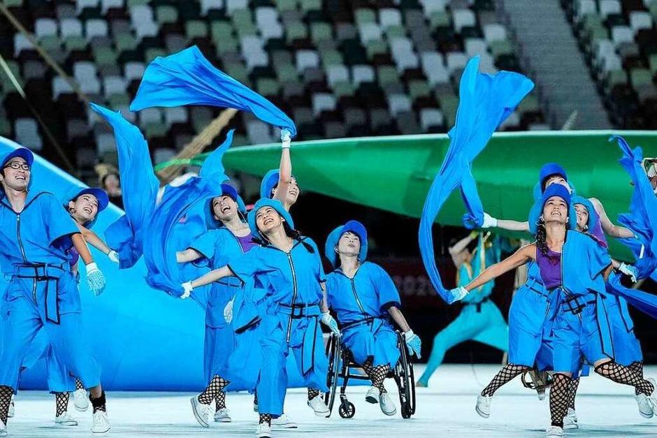 Darstellerinnen und Darsteller an der Eröffnungszeremonie der Paralympischen Spiele in Tokio 2020 im Olympiastadion in Tokio. (Foto: YASUYOSHI CHIBA (AFP))