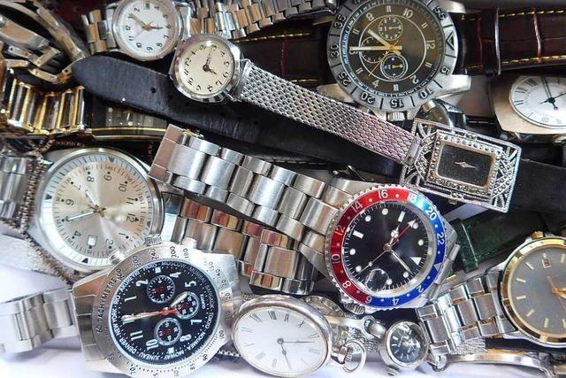 Mann soll in Efringen-Kirchen Billig-Uhren teuer angeboten haben