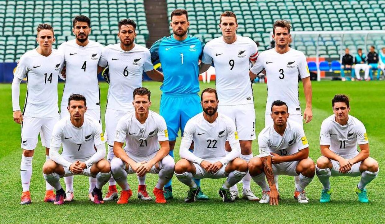 Weiße Trikots, Hosen und Stutzen: das neuseeländische Fußballteam  | Foto: imago sportfotodienst