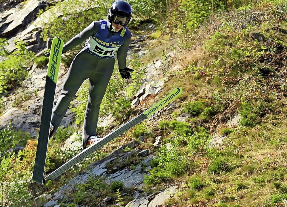 Flug zum Sieg: Amadeus Horngacher vom SC Hinterzarten    Foto: Joachim Hahne