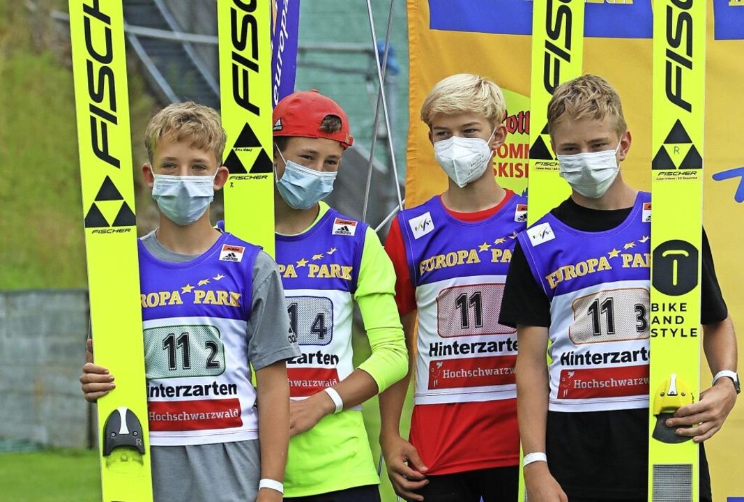 Sprung aufs Podest: Das Team Deutschla...S-Jugendcupskispringen auf Rang zwei.     Foto: Joachim Hahne