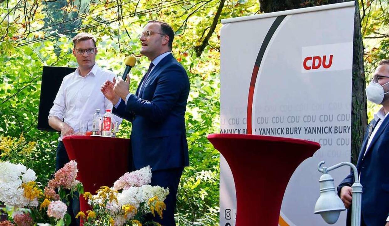 Yannick Bury (links) bei der Veranstaltung in Lahr mit Jens Spahn    Foto: Heidi Fößel