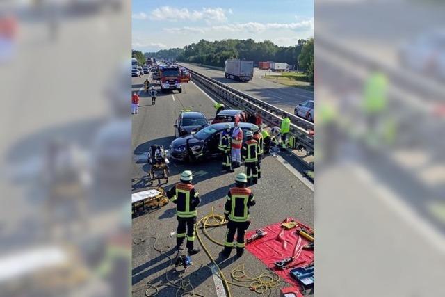 Acht Verletzte nach schwerem Auffahrunfall