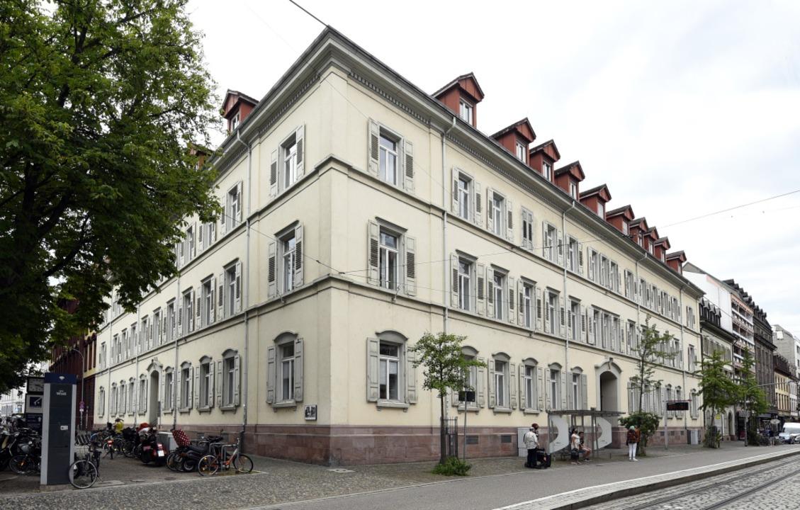 Das Amtsgericht in Freiburg (Foto) und...onslager Auschwitz hochgehalten hatte.  | Foto: Thomas Kunz