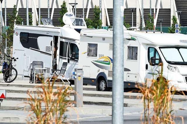 Wohnmobilisten finden überall kleine Nischen für die Großfahrzeuge