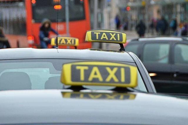 Offenburger Taxifahrer bei Angriff durch Unbekannten schwer verletzt