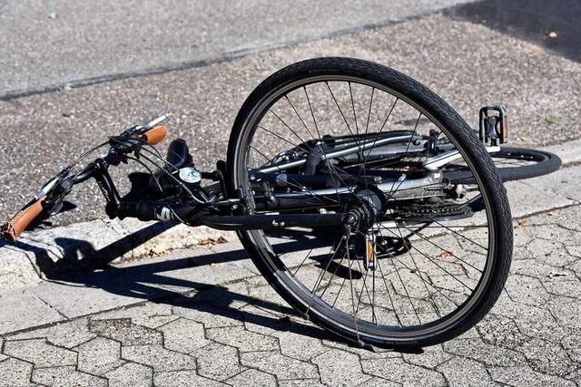 E-Bike-Fahrer wird auf Fußweg in Zell angefahren